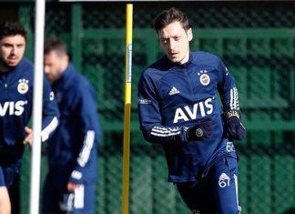 Fenerbahçe'de Mesut Özil takımla çalıştı