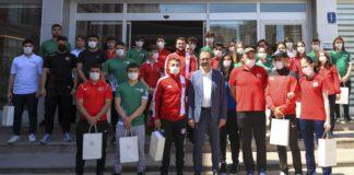 Bakan Kasapoğlu'ndan olimpik ve paralimpik sporculara bayram ziyareti