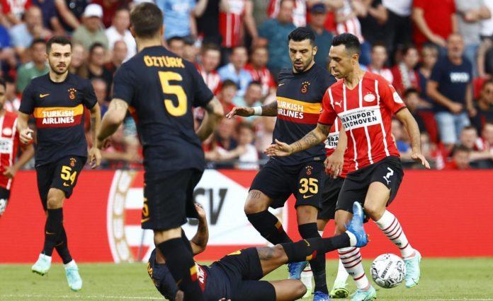 Galatasaray haberi: Fatih Terim, PSV maçına üçlü savunma ile çıktı!
