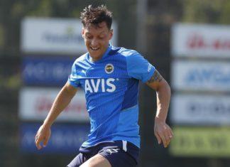 Fenerbahçe'de Mesut Özil takımla birlikte çalıştı