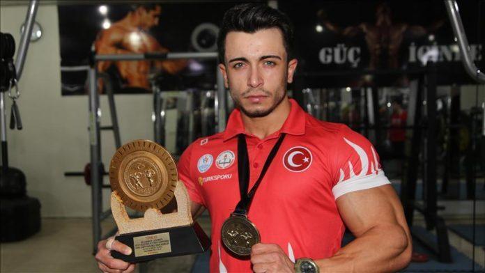 Kilo vermek için başladı, vücut geliştirmede Türkiye şampiyon oldu