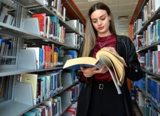 Deniz Üstündağ akademik hayatını da başarıyla sürdürüyor