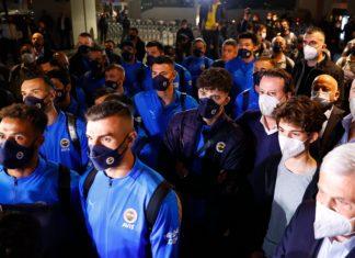 Fenerbahçe İstanbul'a geldi! Taraftara seslendiler